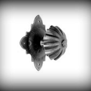 Artikel-Nr. 24-524 Türknopf drehbar 75×75 mm Schmiedeeisen
